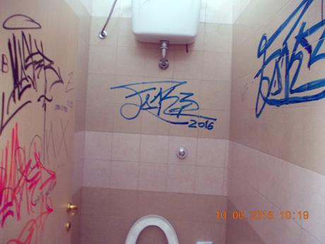 Sava. atti vandalici nei bagni pubblici e al porticato di piazza